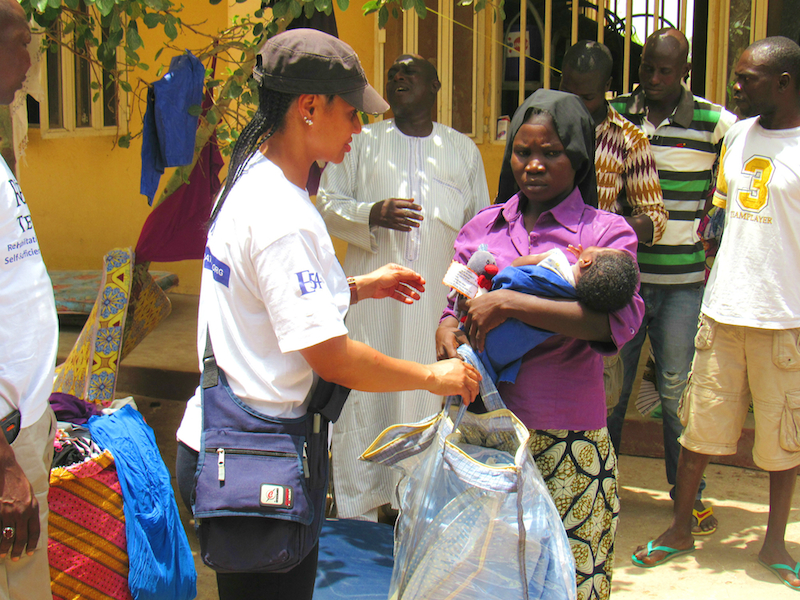 mother receiving gift2 site
